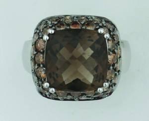 A Ladys 14 Karat White Gold Smoky Quartz and Fancy Brown Diamond Ring