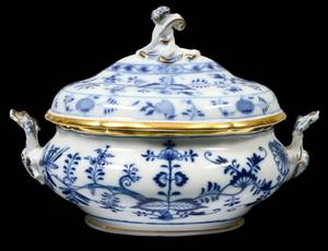 MEISSEN PORCELAIN TUREEN AND COVER