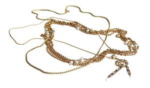 An 18 Karat Yellow Gold and Pearl Necklace French