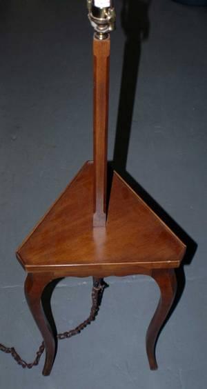 1069 Georgian style mahogany Table Lamp 100150