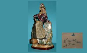 141 Retired Lladro Figurine of a Girl with Amphora Lea