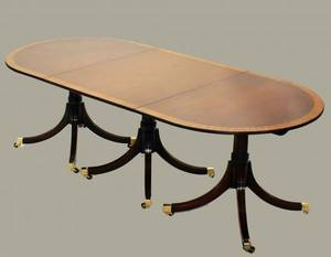 111 GEORGE III MAHOGANY TRIPLE PEDESTAL DINING TABLEE