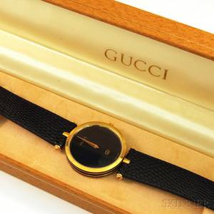 Gucci Model 2000 Black and 18kt Yellow Goldplated Wristwatch