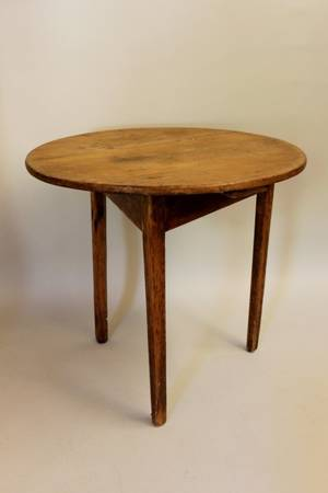Late 19th Century EnglishIrish Pine Cricket Table