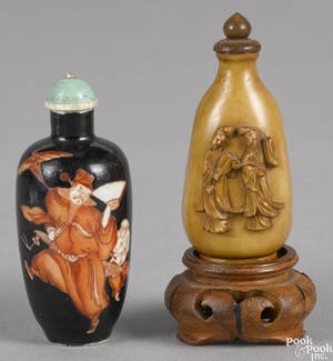Chinese carved ivory snuff bottle late 19th c