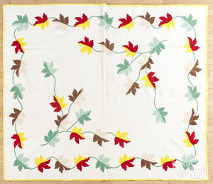 Appliqu oak leaf quilt