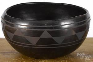 Large contemporary Santo Domingo Pueblo pottery bowl