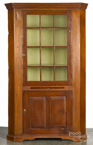 Pine onepiece corner cupboard