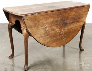Philadelphia Chippendale walnut drop leaf dining table