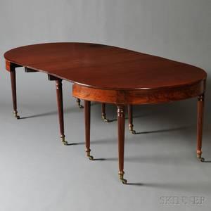 Federal Mahogany and Mahogany Veneer Extension Dining Table