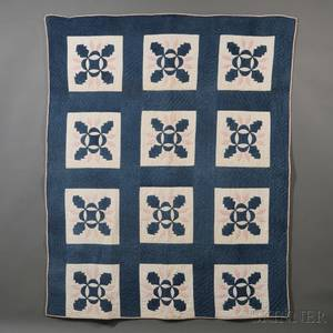 Pieced and Appliqued Cotton Oak Leaf Pattern Quilt