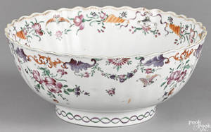 Chinese export porcelain bowl ca 1800