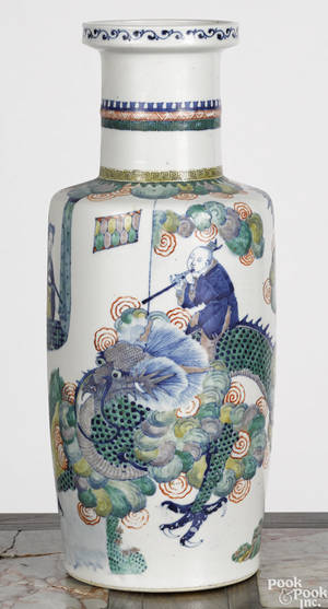 Chinese Qing dynasty porcelain rouleau vase