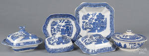 Four Blue Willow covered entre dishes
