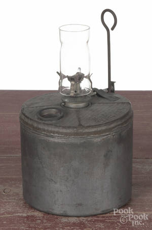 Tin Armspear fluid lamp