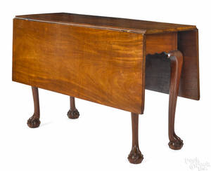 Massachusetts Chippendale mahogany drop leaf table late 18th c