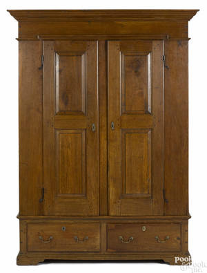 Lancaster County Pennsylvania Queen Anne walnut schrank late 18th c