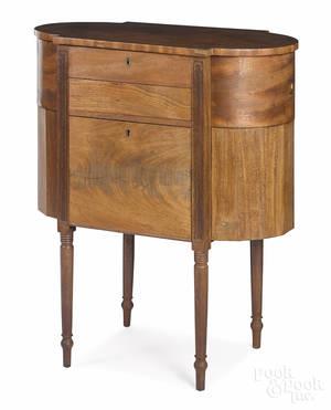 New England Sheraton mahogany sewing stand