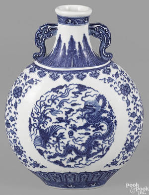 Chinese blue and white export porcelain moon flask