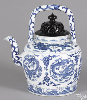 Chinese blue and white porcelain wine pot