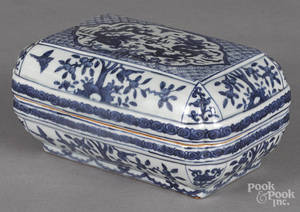 Chinese blue and white porcelain covered box