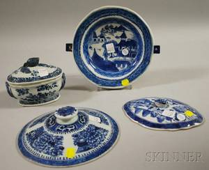 Four Chinese Export Blue and White Porcelain Table Items