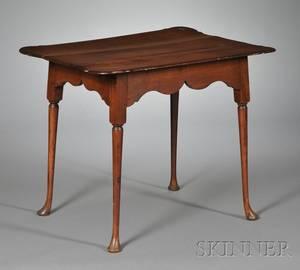 Queen Anne Maple Tea Table