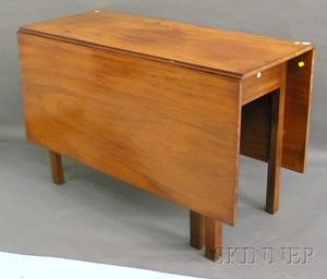 Chippendale Mahogany Dropleaf Dining Table