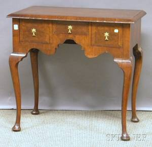 Queen Annestyle Walnut and Burl Veneer Dressing Table