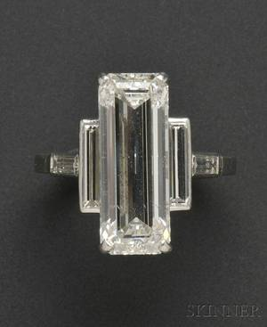 Important Platinum and Diamond Ring Cartier