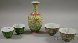 Two Pairs of Chinese Famille Rose Porcelain Bowls and a Vase