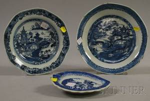 Chinese Export Canton Porcelain Leafform Dish and Two Serving Bowls