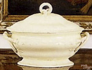 Creamware covered tureen early 19th c