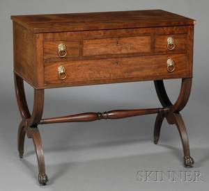 Federal Carved Mahogany and Mahogany Veneer Dressing Table