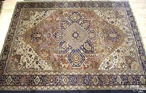 Roomsize semiantique Heriz rug