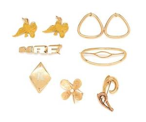 A Collection of Vintage 14 and 10 Karat Yellow Gold Jewelry Items