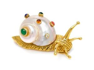 An 18 Karat Yellow Gold Shell and Multigem Snail Brooch Pisani
