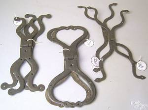 Three pairs of Pennsylvania wrought iron bullfrog style hinges 18th19th c