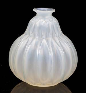 A Sabino Crystal Tulip Vase