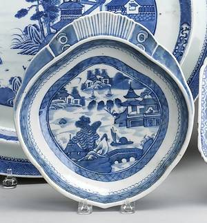 Two Chinese export blue and white Canton shell form serving dishes 19th c