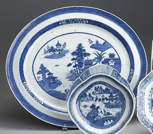 Large Chinese export blue and white Canton oval platter 19th c