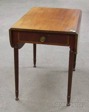 Federal Inlaid Mahogany and Mahogany Veneer Pembroke Table with End Drawer