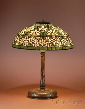 Tiffany Studios Leaded Glass and Bronze Daffodil Pattern Table Lamp