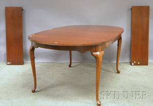 Queen Annestyle Carved Mahogany and Mahogany Veneer Dining Table