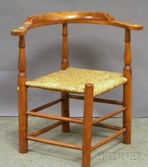 William  Mary Maple and Birch Roundabout Chair