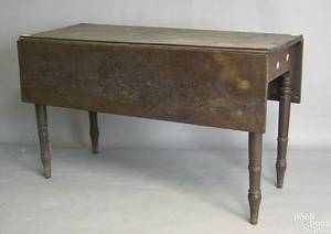 Pennsylvania Sheraton walnut dining table