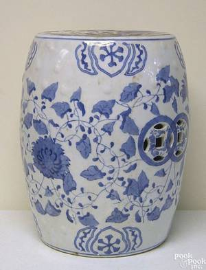 Chinese export blue and white porcelain garden seat